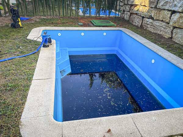 limpieza y mantenimiento de piscina en la costa sol - Pinsapo Garden